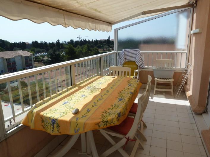 Location de vacances - Appartement à Fréjus - Terrasse vue Tennis