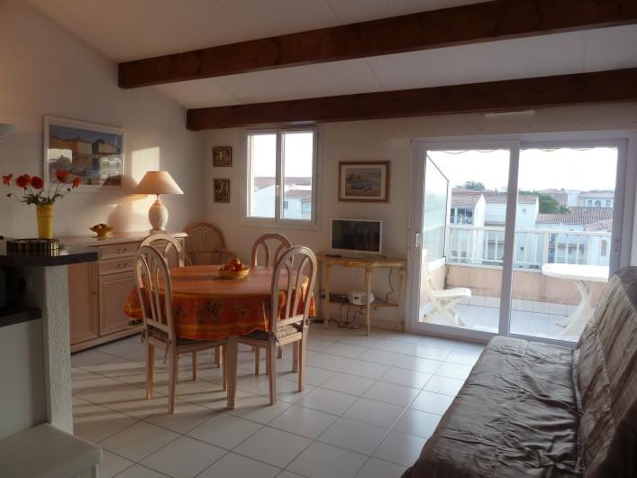 Location de vacances - Appartement à Fréjus - Salon et terrasse