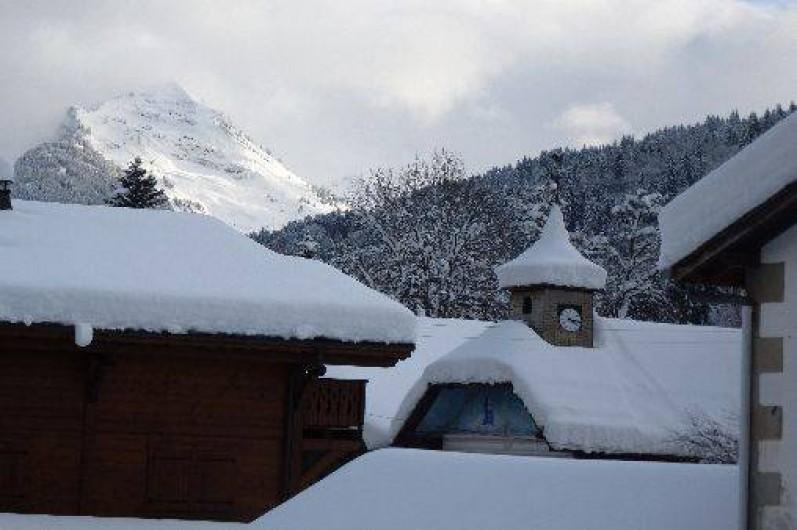 Location de vacances - Appartement à Morzine - Vue du séjour en hiver