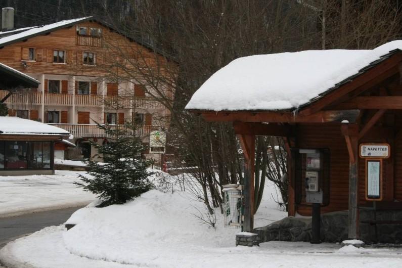 Location de vacances - Appartement à Morzine - Vue depuis l'arrêt des navettes