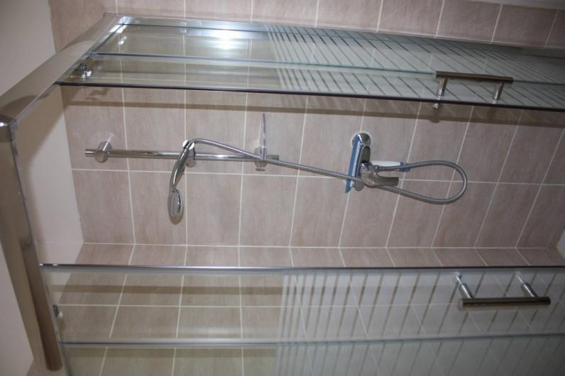 Location de vacances - Gîte à Équemauville - une douche et sa repart