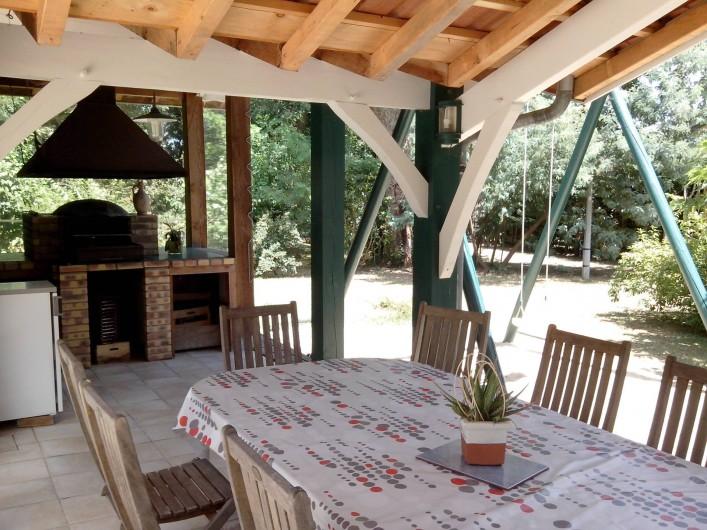 Location de vacances - Villa à Seignosse - coin repas extérieur , barbecue
