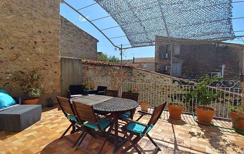 Location de vacances - Maison - Villa à Pouzolles - terrasse avec de l'ombre