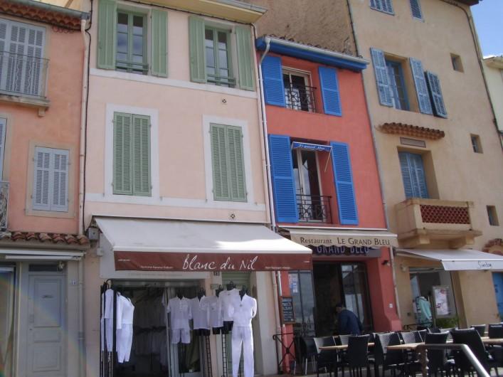 Location de vacances - Appartement à Cassis - Les magasins sur  port de Cassis