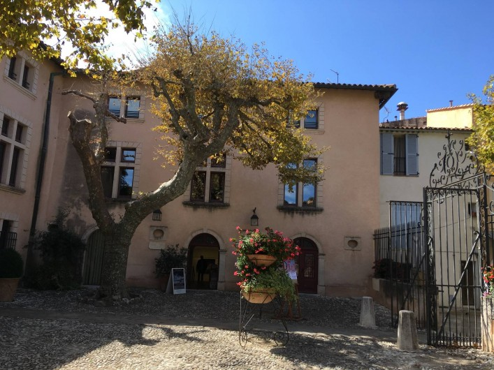 Location de vacances - Appartement à Cassis - Place devant la mairie