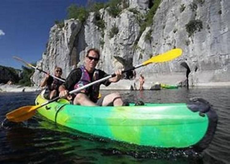 Location de vacances - Chalet à Joyeuse - Sortie canoë sur le Chassezac