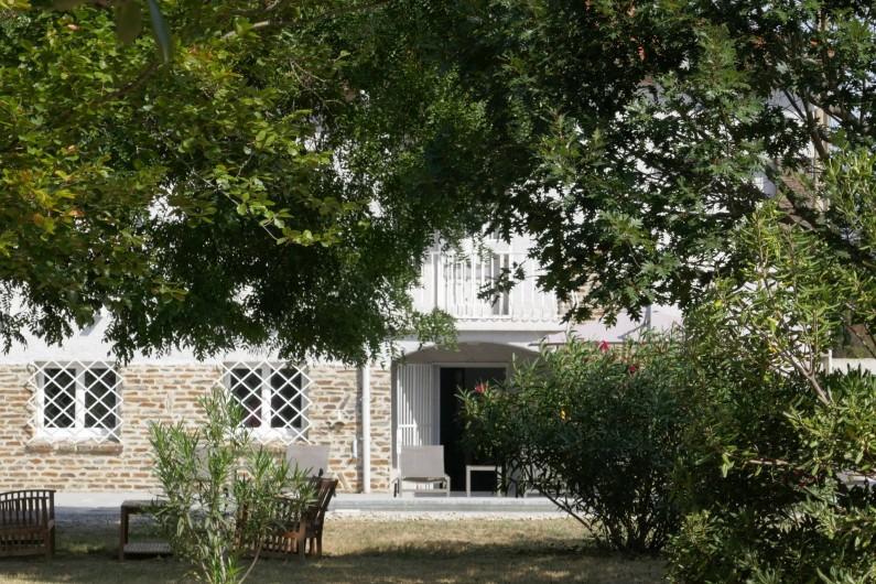 Location de vacances - Mas à Elne - vue de la maison depuis le parc