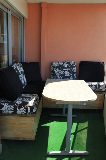 Location de vacances - Appartement à Saint-Raphaël - COIN TERRASSE EQUIPE PLEIN SUD