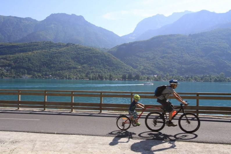 Location de vacances - Gîte à Annecy - La voie verte du lac d'Annecy, départ à 200M de la location