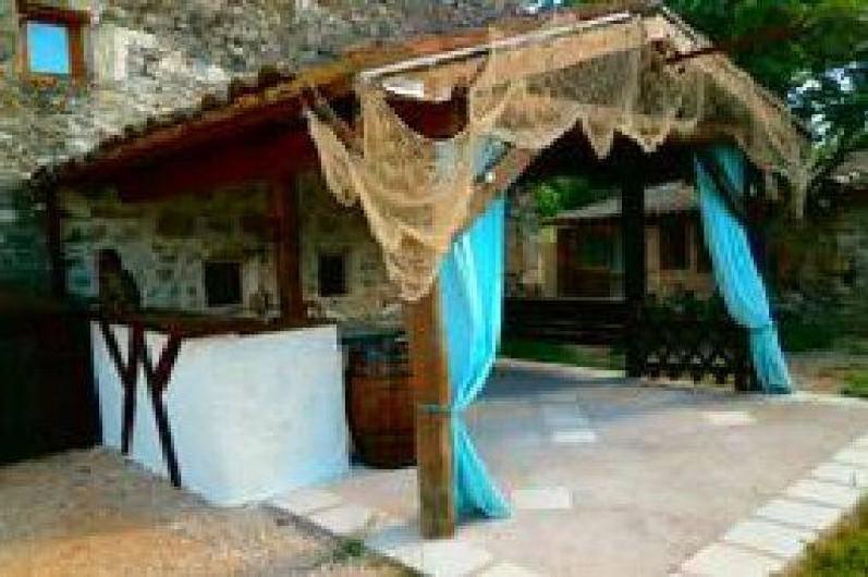 Location de vacances - Gîte à Servas - Espace repas extérieur