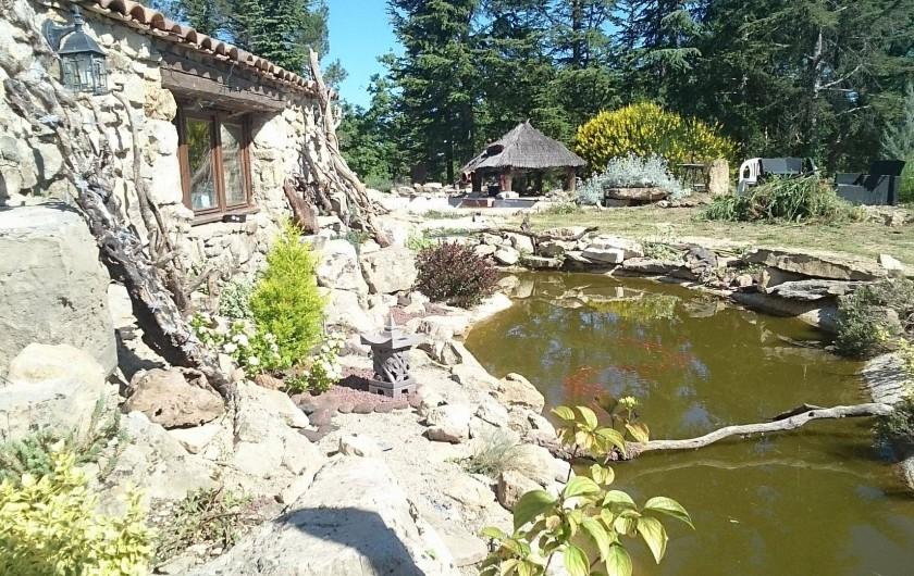 Location de vacances - Gîte à Servas - plan d'eau avec pont levis