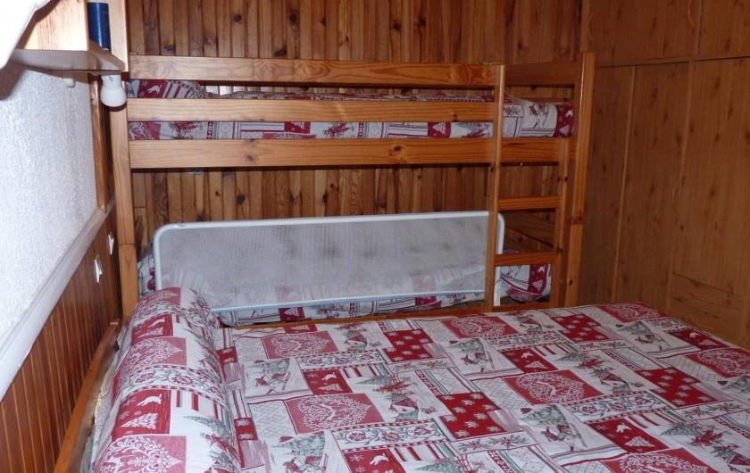 Location de vacances - Appartement à Le Mont-Dore - Chambre lit de 2 pers. 2 lits superposés 1 pers.avec barrière de lit.