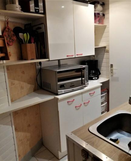 Location de vacances - Appartement à Le Mont-Dore - Cuisine : cafetière 12 tasses, four micro-ondes gril pain, bouilloire, etc...