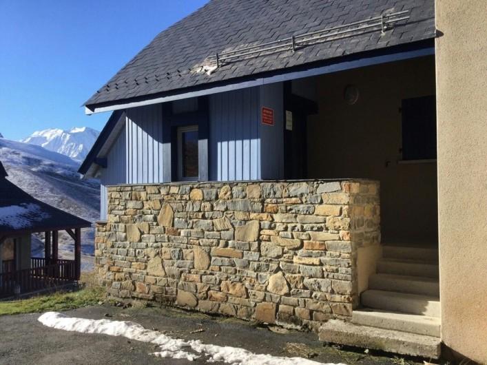 Location de vacances - Appartement à Loudenvielle - Entrée privative dans la résidence