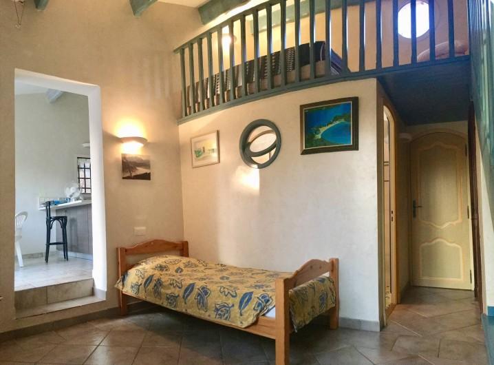 Location de vacances - Villa à La Cadière-d'Azur - studio chambre 4 et cuisine 2