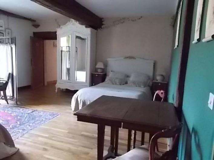 Location de vacances - Chambre d'hôtes à Gigny - Chambre Mésanges :   1 lit double  + 2 lits simples Vue sur cour