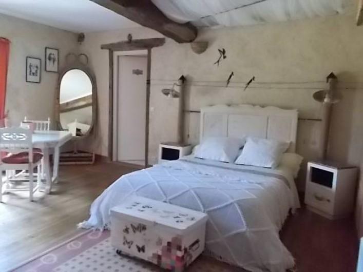 Location de vacances - Chambre d'hôtes à Gigny - Chambre Hirondelles :   1 lit double  + 1 lit simple Vue sur prairie, forêt