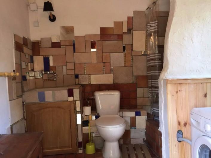 Location de vacances - Villa à Saignon - buanderie, wc, douche