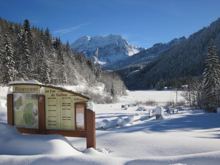 Location de vacances - Chalet à Bellevaux - Lac de Vallon  en hiver