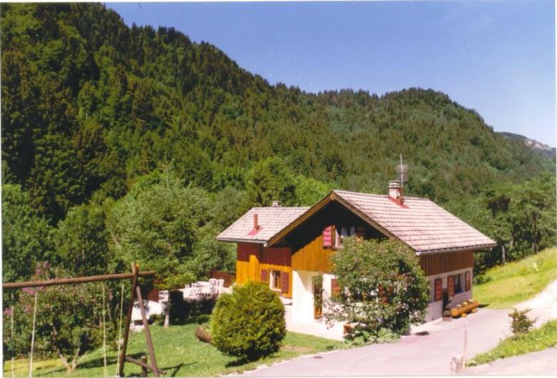 Location de vacances - Chalet à Bellevaux - Chalet en été  avec grande terrasse    Terrain 1500m2