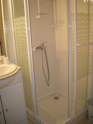 Location de vacances - Appartement à Saint-Aygulf - Douche avec parois vitrées