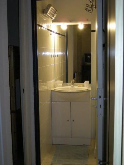 Location de vacances - Appartement à Saint-Aygulf - Salle d'eau avec douche