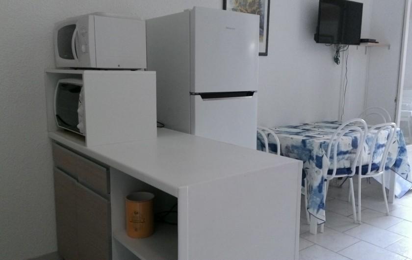 Location de vacances - Appartement à Saint-Aygulf - Meuble Cuisine et réfrigérateur/congélateur