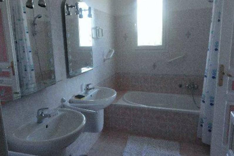 Location de vacances - Villa à Pietrosella - salle de bain suite parentale