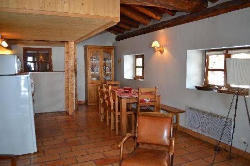Location de vacances - Appartement à Bonneval-sur-Arc - Espace repas vu du salon