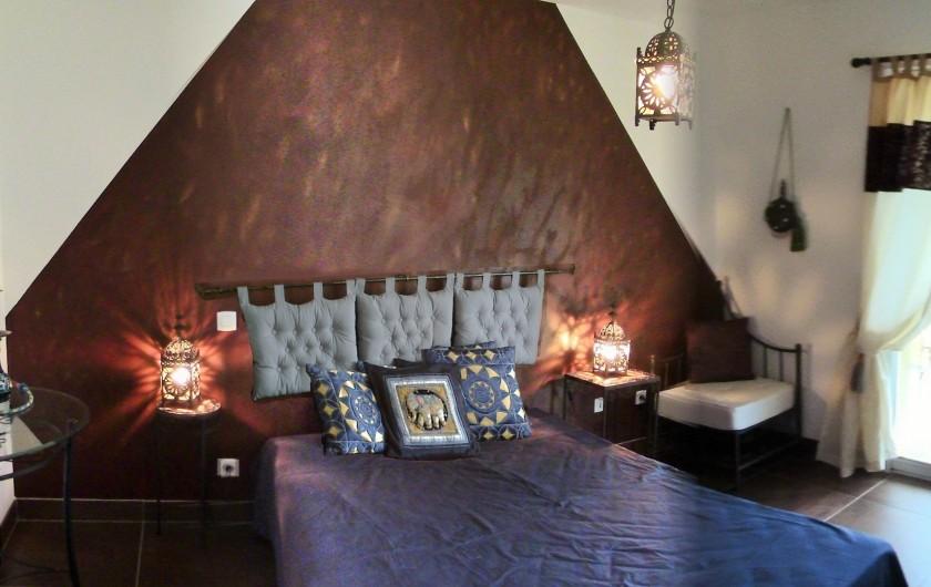 Location de vacances - Villa à Lalbenque - LOTus, suite marocaine (lit 2x 80cm),  rdc, salle d'eau avec baignoire