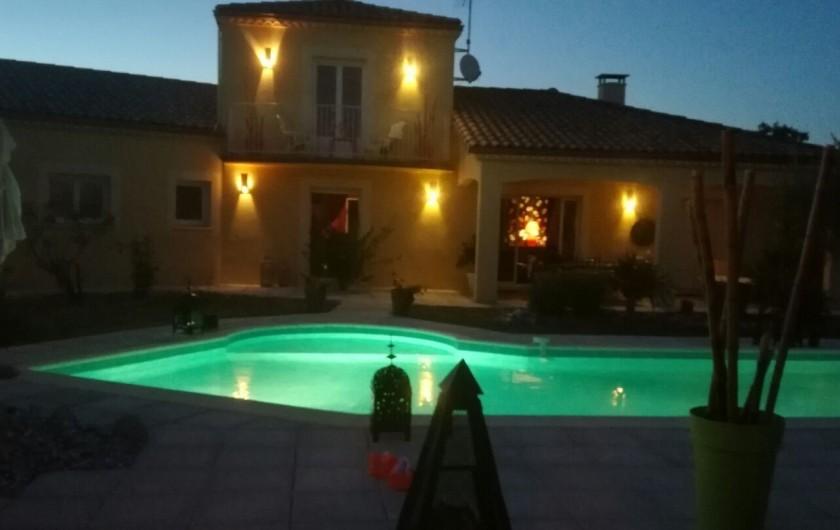Location de vacances - Villa à Lalbenque - Vue by night du Pool-house