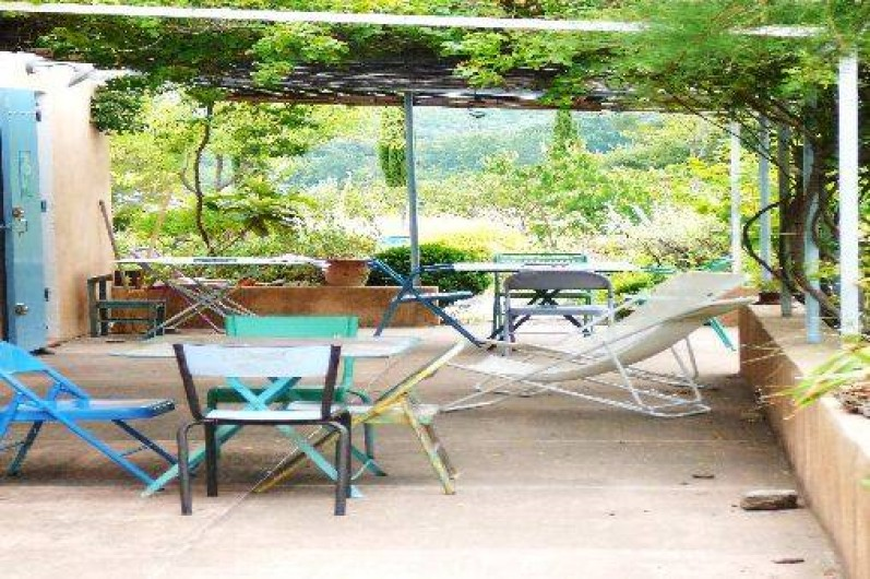 Location de vacances - Villa à Saignon - Terrasse ombragée 602
