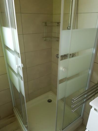 Location de vacances - Maison - Villa à Jard-sur-Mer - salle de bain douche