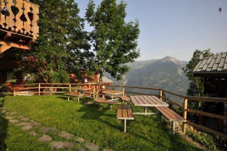 Location de vacances - Chalet à Mâcot-la-Plagne - Jardin équipé