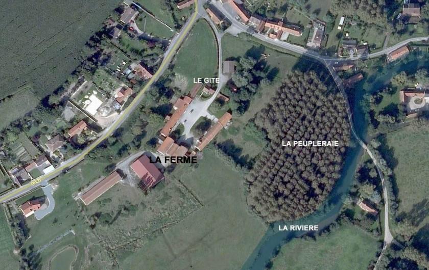 Location de vacances - Gîte à Berck - Vue satellite de la ferme, du gîte, de la peupleraie et de la rivière.