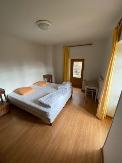 Location de vacances - Appartement à Pontgibaud - chambre 3 : 2 lits 9O*190