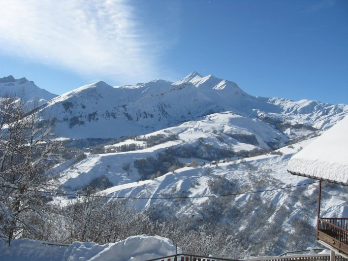 Location de vacances - Appartement à Saint-Jean-d'Arves - Une vue sur les montagnes
