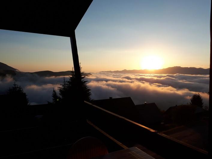 Location de vacances - Chalet à Saint-Lary-Soulan - Lever de soleil vu  du chalet