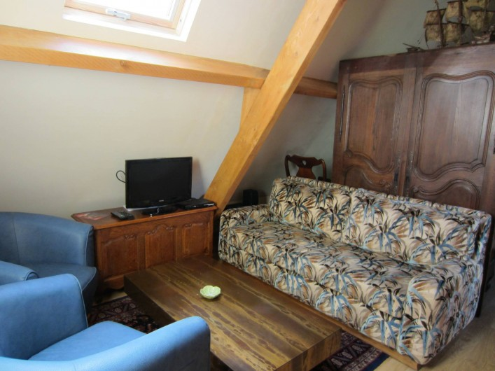 Location de vacances - Appartement à La Rivière-Saint-Sauveur - salon  avec télévision et wifi