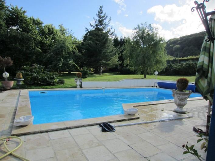 Location de vacances - Appartement à La Rivière-Saint-Sauveur - piscine de 10 m x 5 m avec escalier  descente douce   profondeur au milieu 2,40m