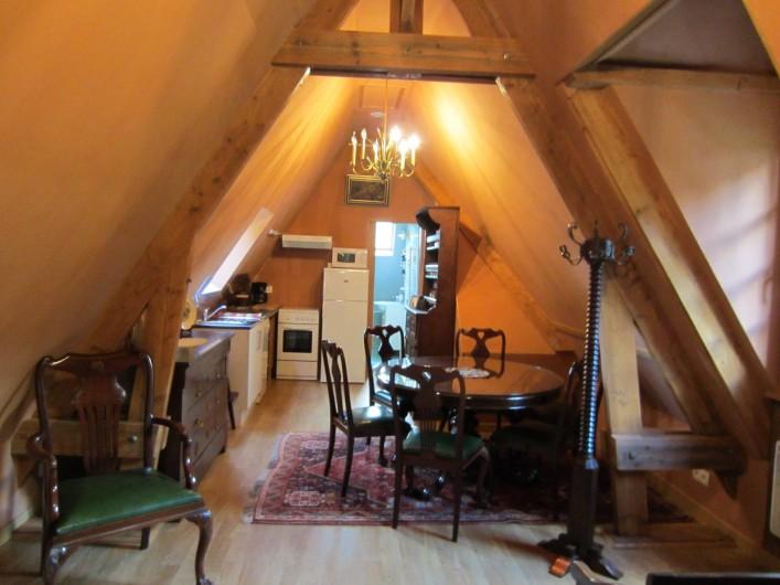 Location de vacances - Appartement à La Rivière-Saint-Sauveur - salle à manger et cuisine