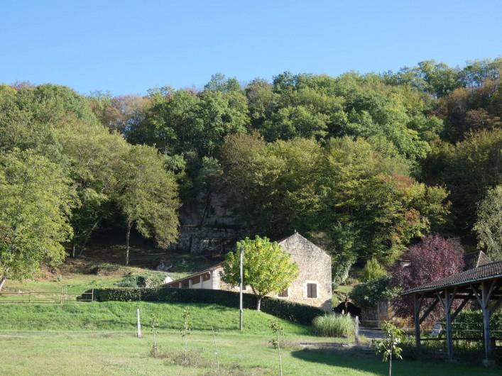 Location de vacances - Gîte à Tursac - vue du gîte dans son environnement
