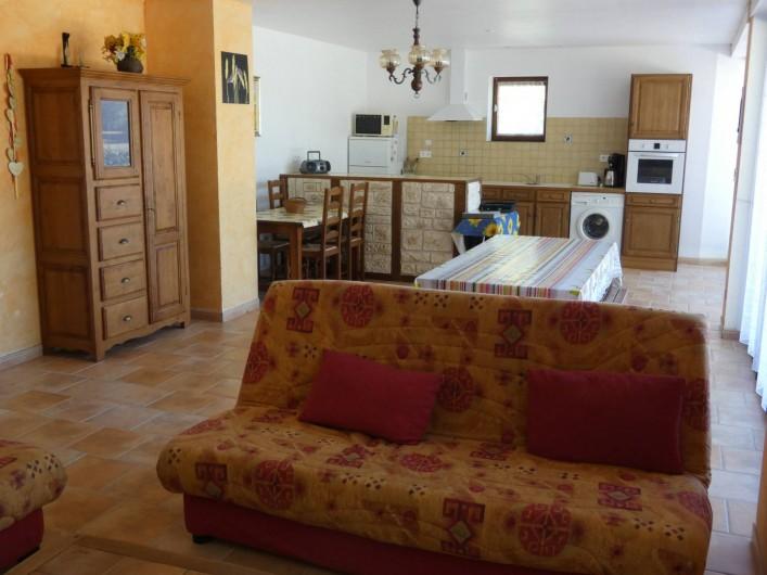 Location de vacances - Gîte à Tursac - espace de vie avec cuisine ouverte