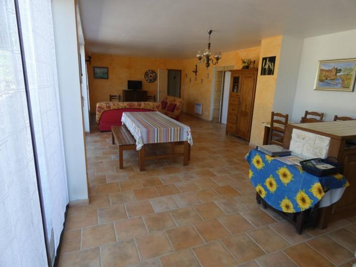 Location de vacances - Gîte à Tursac - espace de vie (environ 50m²)