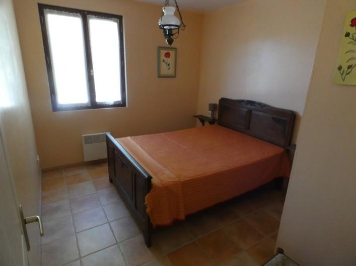 Location de vacances - Gîte à Tursac - chambre 1 lit 140 (environ 10m²) avec placard