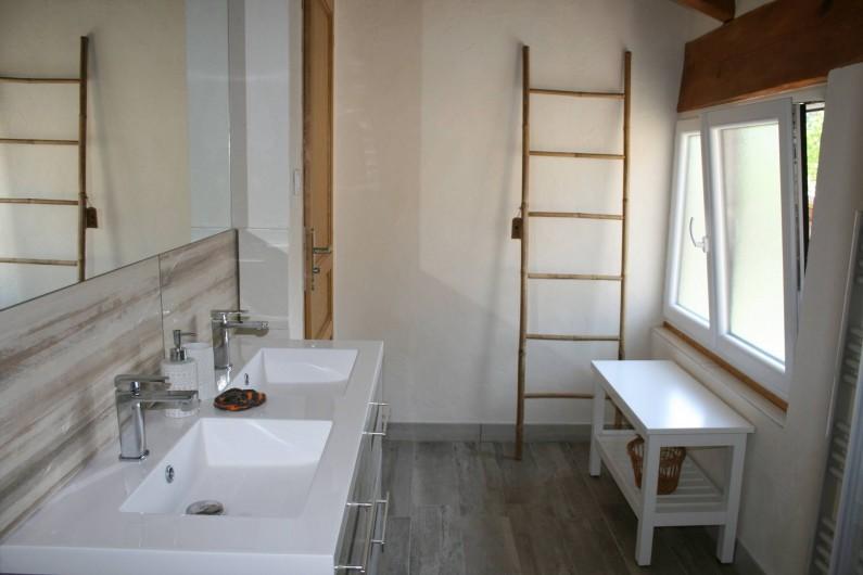 Location de vacances - Mas à Lagorce - sdb étage