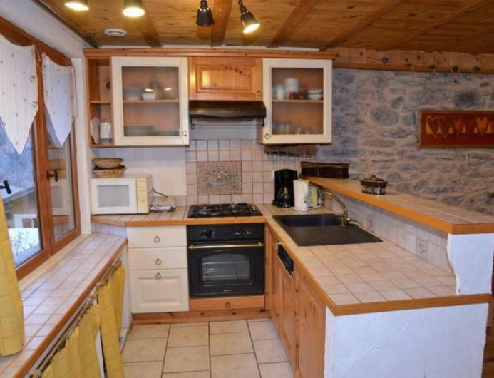 Location de vacances - Chalet à Les Varcins - Cuisine  toute équipée, lave vaisselle, four, micro onde