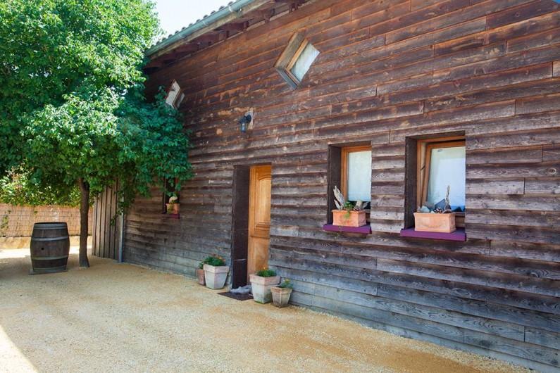 Location de vacances - Villa à Monestier - Notre maison vu de l'extérieur et son parking privé
