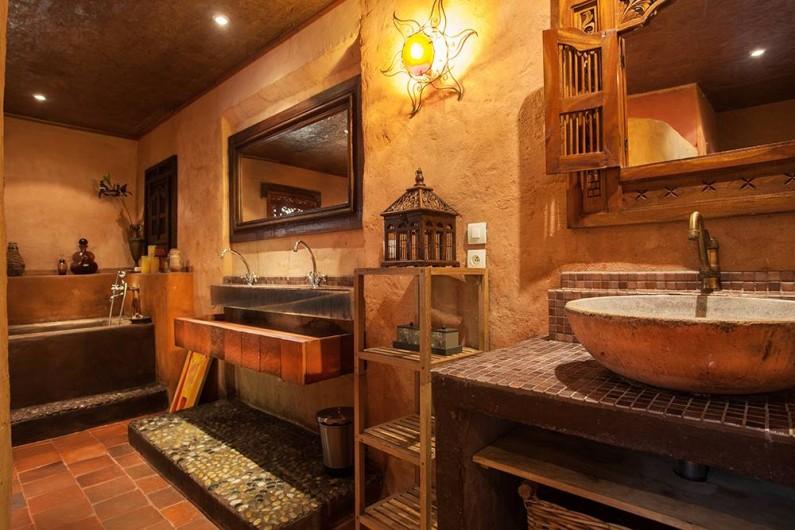 Location de vacances - Villa à Monestier - Notre grande salle de bain, avec plusieurs lavabos