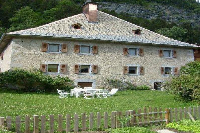 Location de vacances - Appartement à Morzine - Le château de face Coin jardin